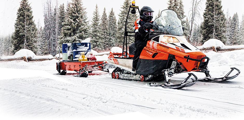 Возможности утилитарных снегоходов