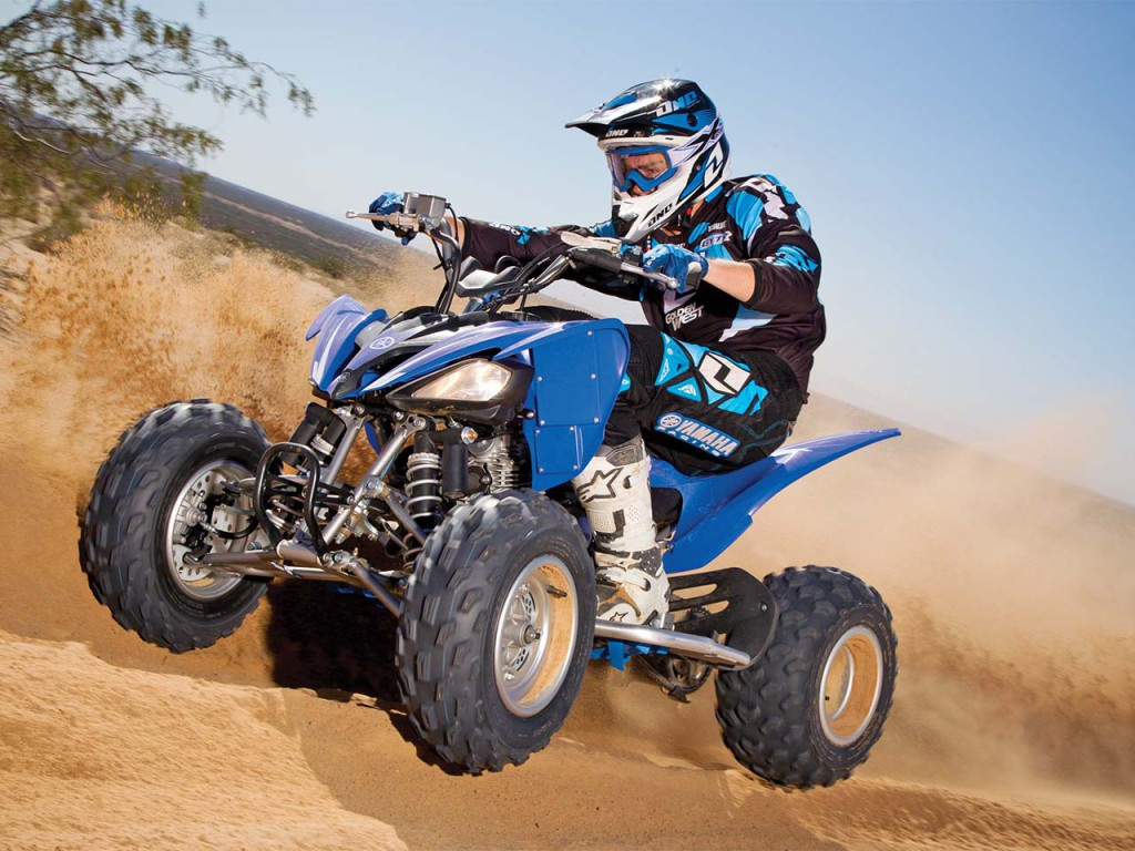 2011.yamaha.raptor250.blue_.front-left.riding.on-sand