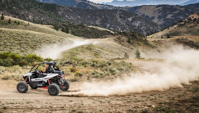 2018-Polaris-RZR-RS1-Action-3