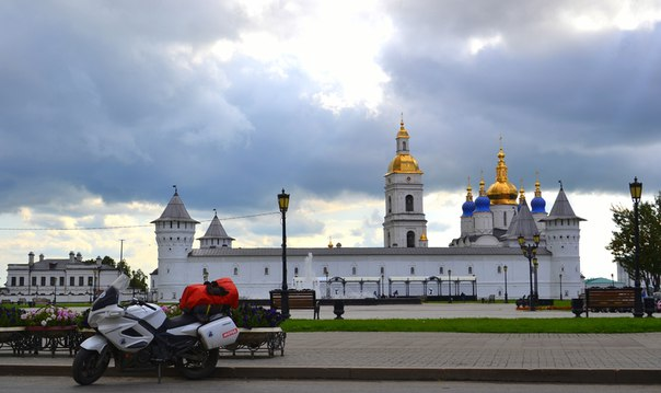 Одинокий путешественник на мотоцикле CFMOTO добрался до Сибирского региона