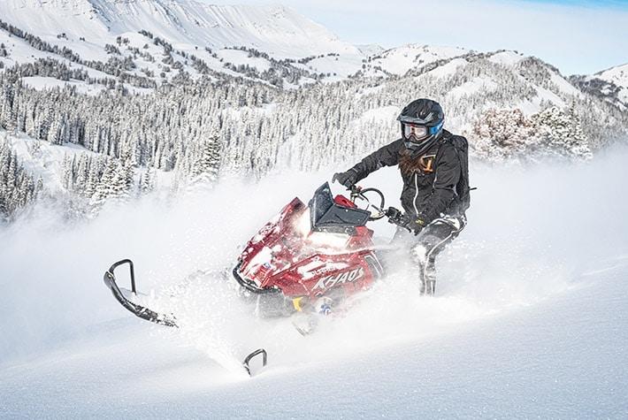 Выбираем лучший снегоход для езды в горах